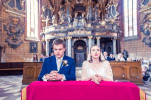 ženich a nevěsta kostel